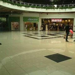 Photo taken at Araçatuba Shopping by Mauri V. on 4/27/2013