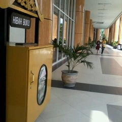 Photo taken at Pustaka Wilayah Soeman HS by Ririn Khairina (. on 10/21/2012