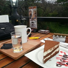Photo taken at London Cafe & Food Point by Nurettin S. on 3/12/2013