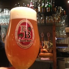 Photo taken at Baird Beer 中目黒タップルーム Nakameguro Taproom by Masahiro F. on 2/12/2013