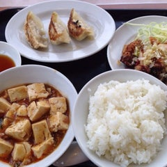Photo taken at 餃子の王将 伊勢崎店 by Mayumi A. on 2/20/2014
