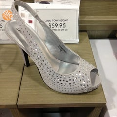 Photo taken at DSW Designer Shoe Warehouse by Kathy L. on 4/23/2013