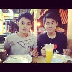 Photo taken at Restoran Selera Warisan Tom Yam Seafood by Zamir A. on 11/23/2012