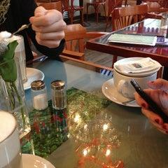 Das Foto wurde bei Café Feynsinn von Barbara K. am 1/5/2013 aufgenommen
