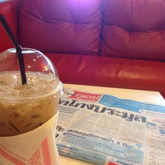 Photo taken at Caffeine Lover (คาเฟอีน เลิฟเวอร์) by Jazzypim on 9/9/2014