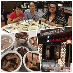 Photo taken at Pao Xiang Bak Kut Teh (宝香绑线肉骨茶) by Charmaine D. on 8/7/2015