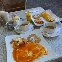 Photo taken at Vallarta Salads by Bicita V. on 2/14/2013