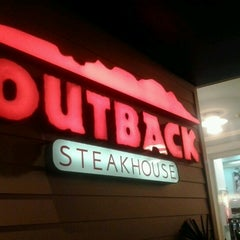 Photo taken at Outback Steakhouse by Mônica C. on 2/13/2013