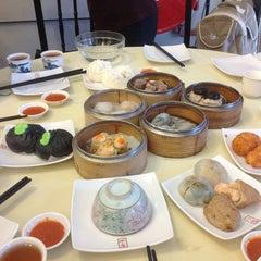 Photo taken at Restoran Foh San Dim Sum (富山茶楼) by Karen L. on 2/9/2013