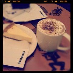 Photo taken at Starbucks by Kein E. on 2/14/2013