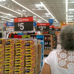Photo taken at Walmart Supercenter by Mariana B. on 3/19/2013