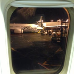 Photo taken at Alaska Airlines Flight 224 by Ed S. on 12/30/2012