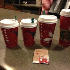 Photo taken at Starbucks by Ivy T. on 11/28/2012