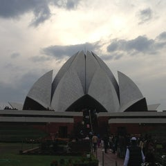 Photo taken at Lotus Temple (Bahá'í House of Worship) by Valentin T. on 2/16/2013