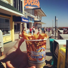 Photo taken at Thrasher's French Fries by Jennifer D. on 9/27/2014