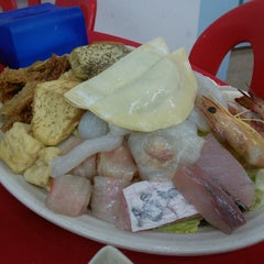 Photo taken at Restaurant Ho Ho Steamboat (好好海鲜火锅之家) by oscar c. on 1/10/2015