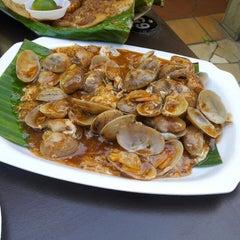 Photo taken at Chomp Chomp Food Centre by Simon O. on 2/27/2013