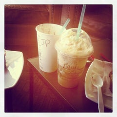 Photo taken at Starbucks Coffee by Ma-Belle M. on 10/29/2012