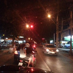 Photo taken at แยกทศกัณฐ์ (Thotsakan Intersection) by Cherd on 5/15/2014