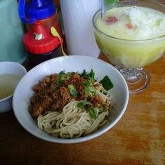 Photo taken at Bakso Tengkleng Mas Bambang by meiy j. on 3/3/2012