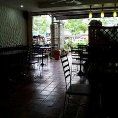 Photo taken at Mabuba Halal Food by Duranai P. on 8/11/2012