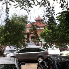 Photo taken at Masjid Ukhuwah Islamiyah (Mesjid UI) by Valentina T. on 10/28/2011