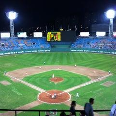 Photo taken at 사직야구장 (Sajik Baseball Stadium) by 슬프도록 아름다운 자유로운 영혼 경. on 9/7/2012