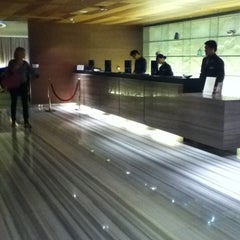 Photo taken at Novotel Hong Kong Nathan Road Kowloon 香港九龍諾富特酒店 by TYPP P. on 3/10/2011
