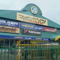 Photo taken at S&L Trading Kedai Tayar Perindustrian Lambak by Md A. on 9/9/2011