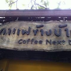 Photo taken at Coffee Next Door (กาแฟข้างบ้าน) by 🌺Ole-lemon🌺 on 10/24/2011
