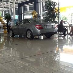 Photo taken at Benz Praram 3 (เบนซ์ พระราม 3) by Dealer on 8/15/2012