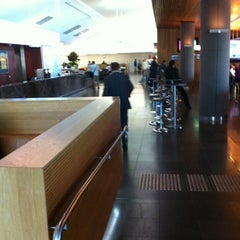 Photo taken at Qantas Club by Steven D. on 5/9/2012