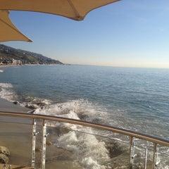 Photo taken at Malibu Beach Inn by Leslie G. on 1/10/2012