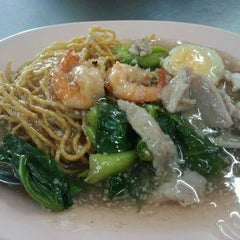 Photo taken at ไอ้หนูยอดผัก by Noi N. on 2/1/2012