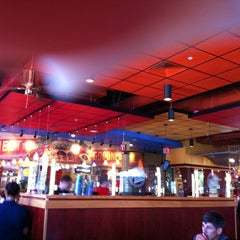 Photo taken at Red Robin Gourmet Burgers by Devina M. on 7/22/2011