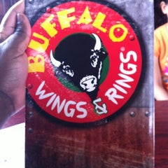 Photo taken at Buffalo Wings & Rings by Shamar B. on 8/11/2012