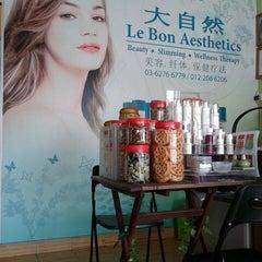 Photo taken at Le Bon Aesthetics 大自然 by Lynn L. on 1/13/2012