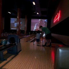 Photo taken at Grand Central Restaurant & Bowling Lounge by Tianne M. on 8/8/2012