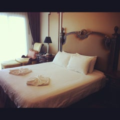 Photo taken at Miracle Suite by kudatarn p. on 3/14/2012