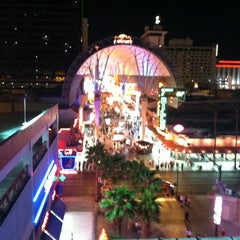 Photo taken at Fremont Street Flightlinez by Ed L. on 4/19/2012