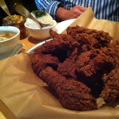 Photo taken at Ma'ono Fried Chicken & Whisky by Jack S. on 7/2/2012