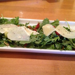 Photo taken at California Pizza Kitchen by Jeffery O. on 9/9/2012