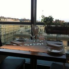 Photo taken at Globe Restaurant & Lounge Bar by Jun on 5/18/2012