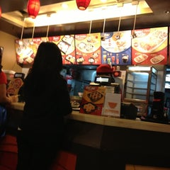 Photo taken at Yoshinoya by Joma P. on 12/20/2012
