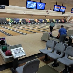 Photo taken at AMF 34th Avenue Lanes by Stephen Aaron D. on 12/5/2012