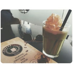 Photo taken at CoffeeBen's & Resto by Debora P. on 4/25/2014