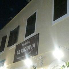 Photo taken at Τα Κιούπια by 🔱Aysgl B. on 7/6/2015