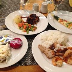 Photo taken at Menara Peninsula Hotel Jakarta by Vera Y. on 9/5/2013