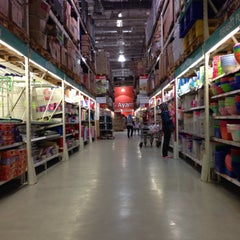 Photo taken at LotteMart Wholesale by Didiet F. on 4/26/2015