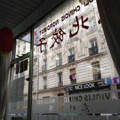 Photo taken at Raviolis du Nord-est de la Chine by Alexandre B. on 11/1/2012